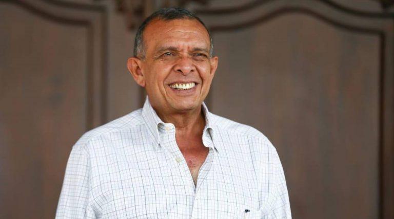 Tras estar interno por COVID-19, «Pepe» Lobo recibe alta médica