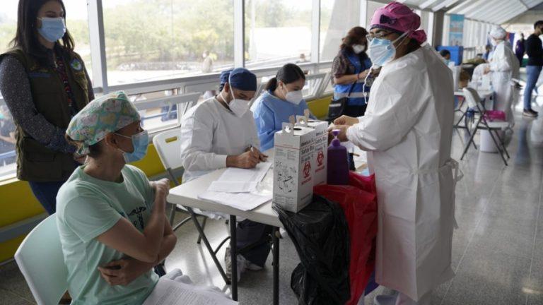 COVID | Puntos y horario de vacunación este viernes en Honduras