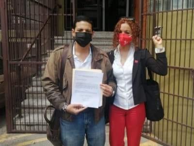 Natalie Roque y Lucky Medina se presentaron ante el CNE para renunciar a sus cargos.